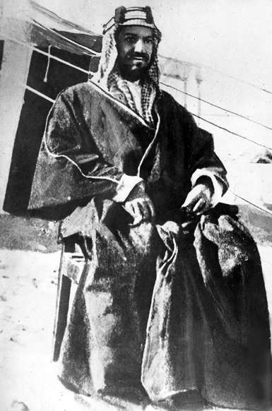 الشريحة 1 من 14: (Eingeschränkte Rechte für bestimmte redaktionelle Kunden in Deutschland. Limited rights for specific editorial clients in Germany.) Ibn Saud, Abd uel-Aziz*1880-1953+Koenig von Saudi-Arabien (1926-1953)- Portrait- um 1924 (Photo by ullstein bild/ullstein bild via Getty Images)