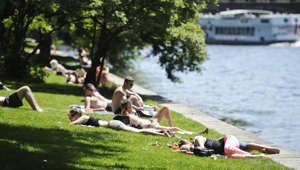 Women sun themselves in the summer-like temperatures along the Spree River in Berlin, Germany, 07 June 2013. Photo: OLE SPATA | usage worldwide   (Photo by Ole Spata/picture alliance via Getty Images)
