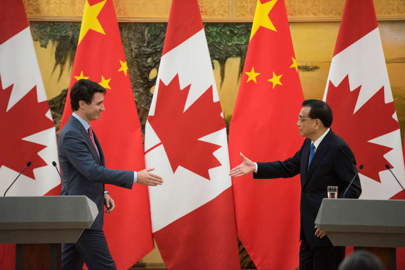 Canadian Prime Minister Justin Trudeau and Chinese Premier Li Keqiang reach out to shake hands during a news conference meeting at the Great Hall of the People in Beijing, China December 4, 2017. REUTERS/Fred Dufour/Pool
