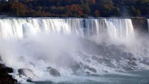 Storm frees boat stuck above Niagara Falls for 101 years
