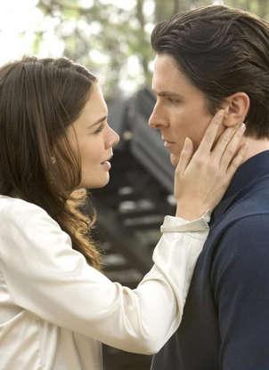 Slide 8 de 43: Em 'Batman Begins' (2005), Katie Holmes estrelou como Rachel Dawes, par romântico do Homem-Morcego. No entanto, a atriz decidiu não retornar para saga em 'Batman: O Cavaleiro das Trevas' (2008).