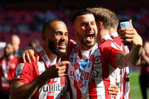 LONDON, ENGLAND - MAY 29: Emiliano Marcondes (L) and Bryan Mbeumo of Brentford celebrate after winning the Sky Bet Championship Play-off Final between Brentford FC and Swansea City at Wembley Stadium on May 29, 2021 in London, England. (Photo by Catherine Ivill/Getty Images)