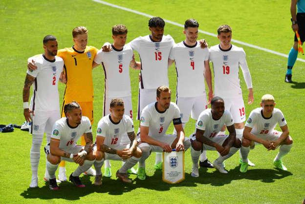 Tim Inggris sebelum pertandingan Euro 2020 melawan Kroasia di Stadion Wembley, London, Inggris (13/6). Foto: Pool via REUTERS