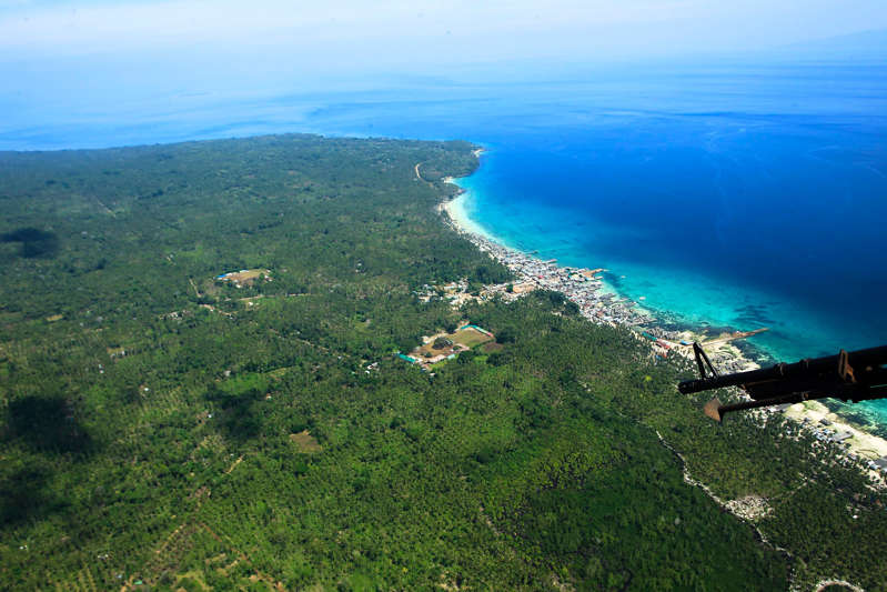 """An aerial shot taken from an air force helicopter of the coastal area of Jolo town, Sulu province, in southern island of Mindanao, as troops carried out President Rodrigo Duterte's orders to """"destroy"""" the militants. (Photo MARK NAVALES/AFP via Getty Images)"""