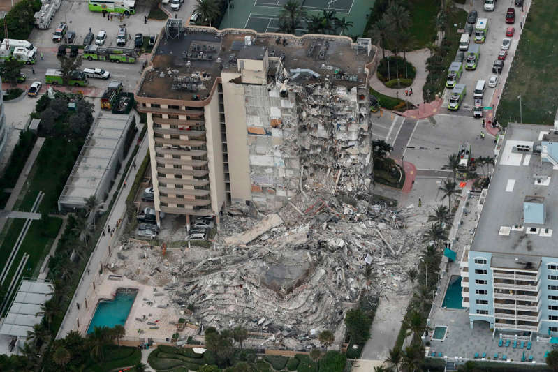 map: This aerial photo shows part of the 12-story oceanfront Champlain Towers South Condo that collapsed early Thursday, June 24, 2021 in Surfside, Fla.