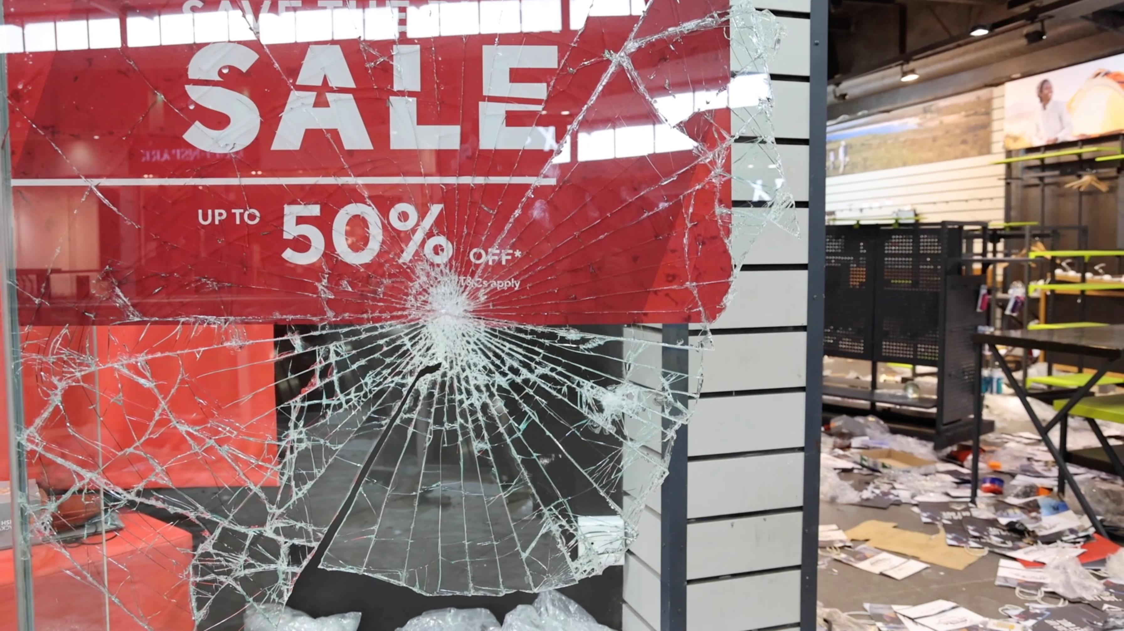 南非暴動增至72死 打劫掠奪宛若無政府狀態