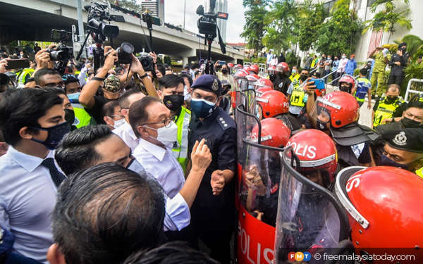 Anwar says 107 MPs 'have made their point' as march ends