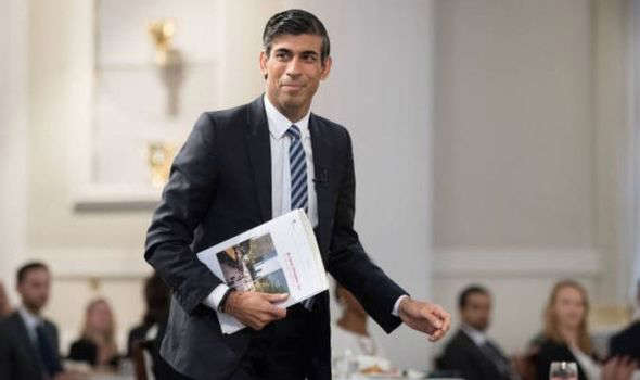 una persona con traje y corbata: Rishi Sunak
