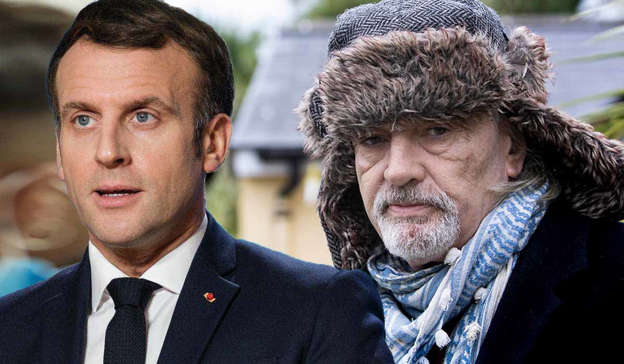 Emmanuel Macron, Ian Bailey are posing for a picture