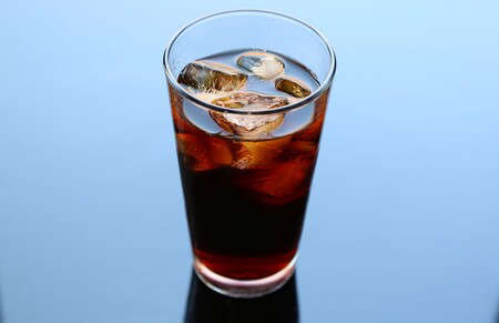 Cold brew: a refreshing way to drink your coffee at any time of the day. Easy recipe in French press