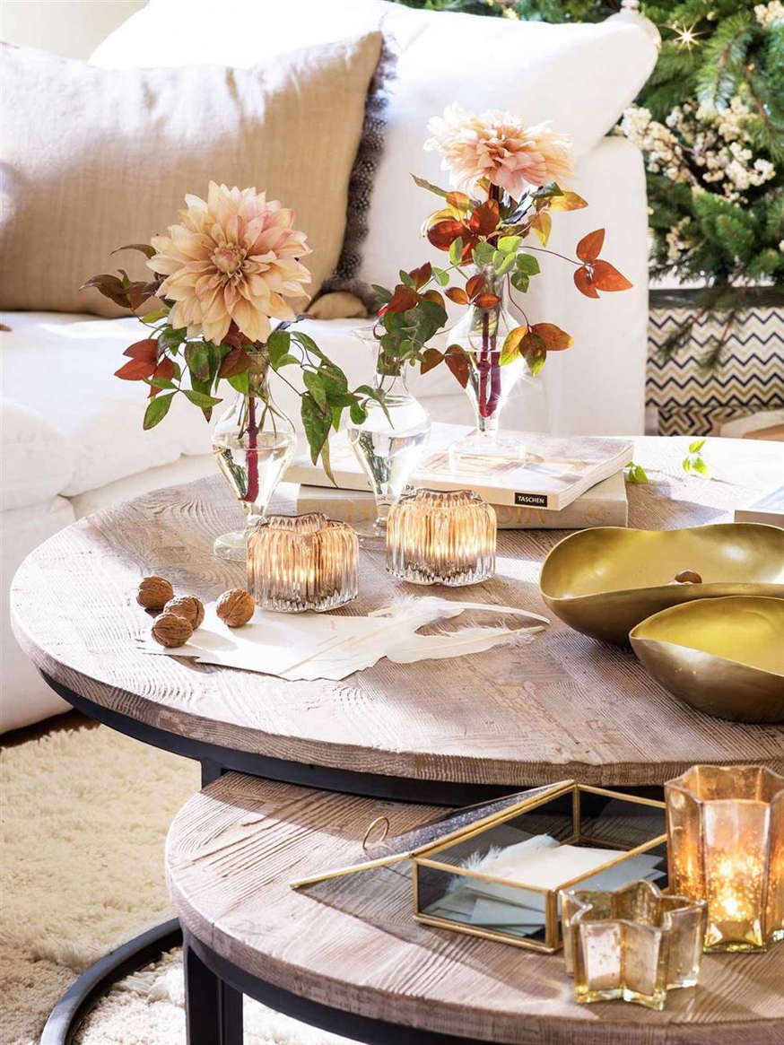 Detail coffee table with candles 00495607