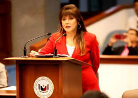a person standing in front of a laptop: Postponement of May 2020 barangay and SK elections: Senate electoral reforms and people's participation committee chair Sen. Imee Marcos sponsors committee report recommending the approval of a bill postponing the May 2020 barangay and Sangguniang Kabataan (SK) elections to May 2023 during Tuesday's plenary session. (PRIB Photo by Cesar Tomambo/ 17 September 2019)