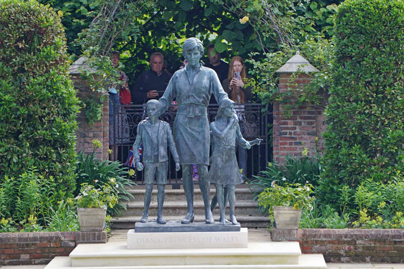 The statue of Diana, Princess of Wales, in the Sunken Garden at Kensington Palace (Jonathan Brady/PA) (PA Wire)