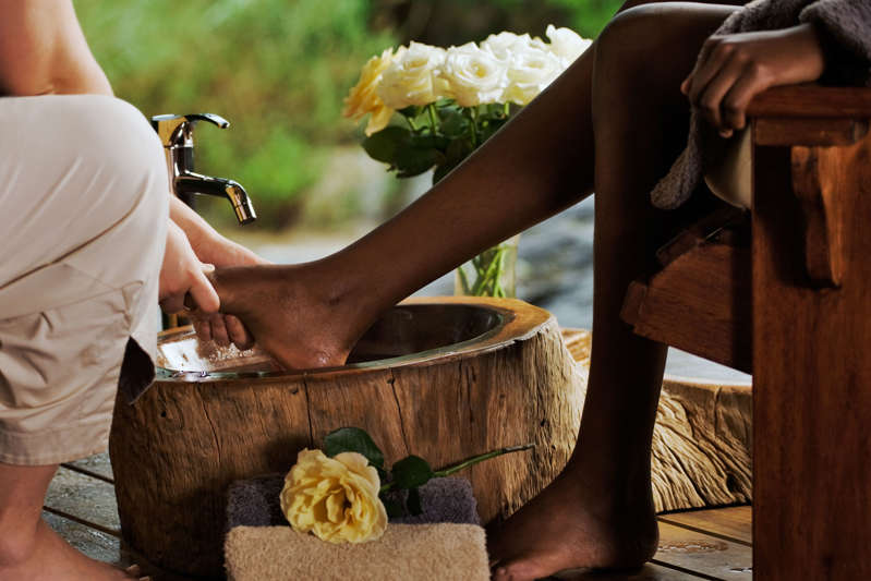 It is recommended to do leg stretches before and after putting them on and accompany them with foot massages.