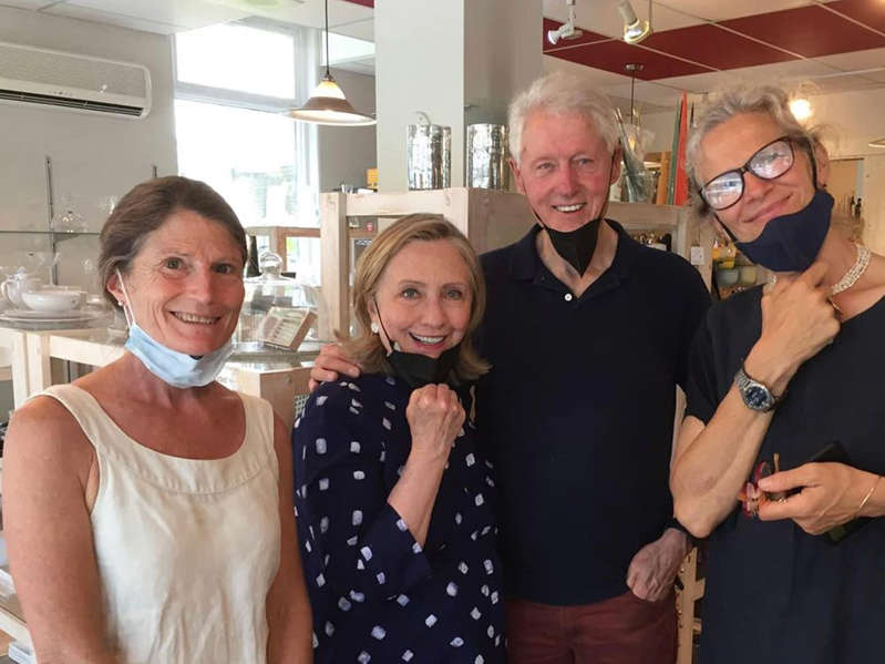 Hillary Clinton, Bill Clinton posing for the camera: In a now-deleted Facebook photo from the Town of Sutton, Bill and Hillary Clinton are seen with Louise Penny at l'Atelier Bouffe.