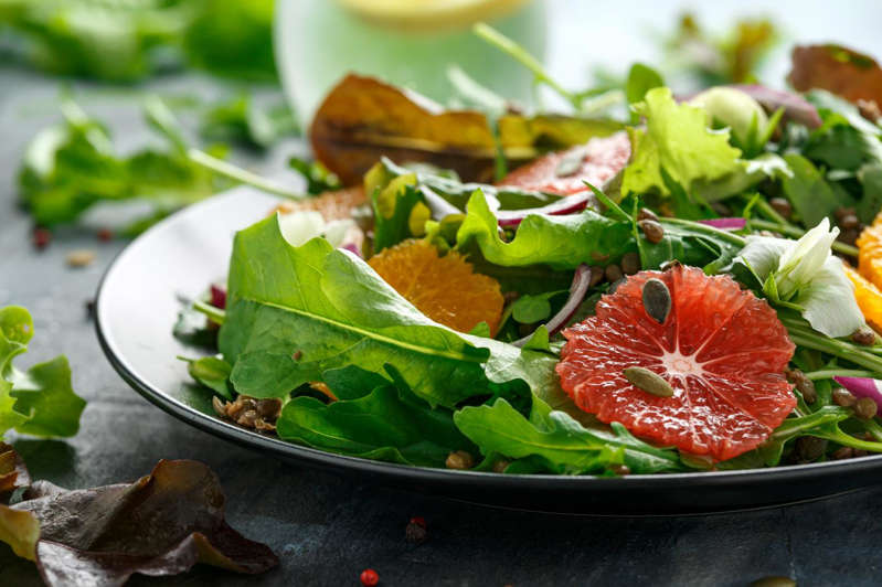 Asparagus salad with apple, grapefruit and Savoy tomme