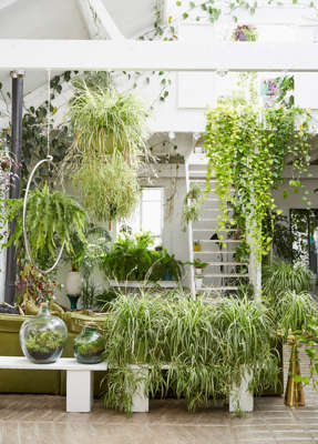 One of the keys to creating a garden room is to keep the décor in neutral tones.