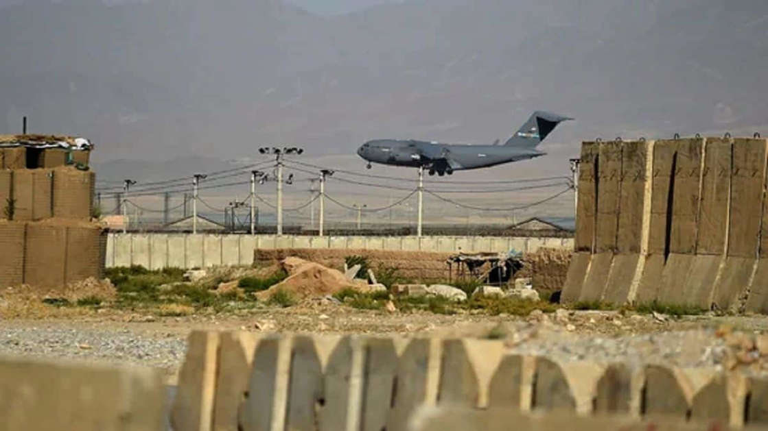 A US military air force lands at a US military base in Bagram, some 50 km north of Kabul on July 1, 2021. (Photo by WAKIL KOHSAR / AFP)