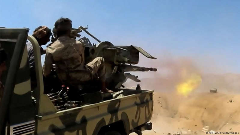 Government fighters defend Marib against Houthi rebels