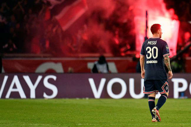 a football player on a field: 19 September 2021, France, Paris: PSG's Lionel Messi leaves the pitch after the final whistle of the French Ligue 1 soccer match between Paris Saint-Germain FC and Lyon at Parc des Princes Stadium.