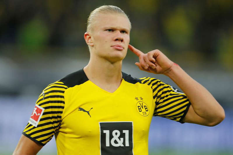 Erling Haaland could surprise a few and stay at Borussia Dortmund beyond this summer