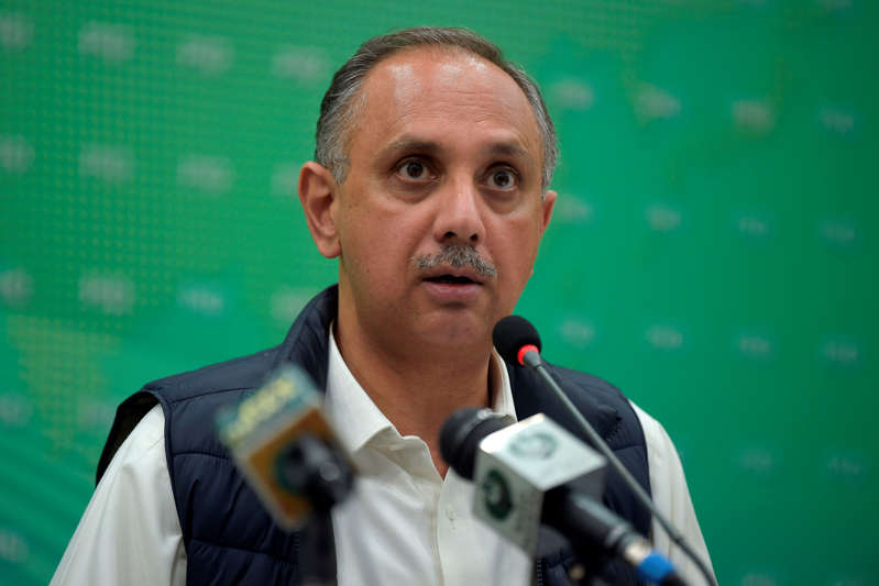 Pakistan Power Minister Omar Ayub Khan pauses during a media briefingin Islamabad on January 10, 2021, as the country hit by nationwide power blackout. (Photo by Farooq NAEEM / AFP) (Photo by FAROOQ NAEEM/AFP via Getty Images)