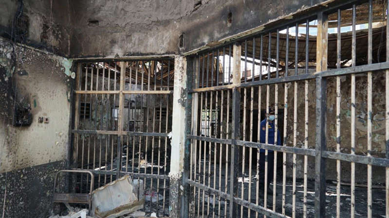 a close up of a fence: Fire damage in a cell in the overcrowded block. Pic: Ministry of Law and Human Rights Indonesia