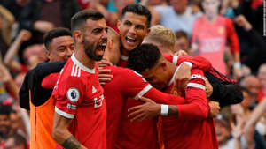 Jesse Lingard, Cristiano Ronaldo are posing for a picture: Ronaldo celebrates with teammates after scoring.