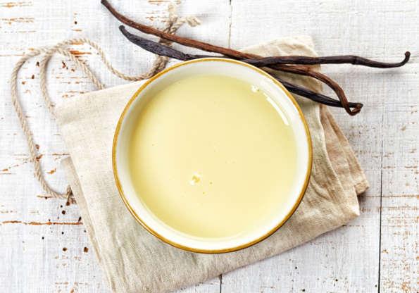 Slide 4 de 11: Recomenda-se o consumo de laticínios e o café da manhã é ideal para isso. Queijo cottage e os iogurtes desnatados são perfeitos para refeições balanceadas, mas os cremes doces tipo mingau e os iogurtes adoçados e aromatizados são proibidos.