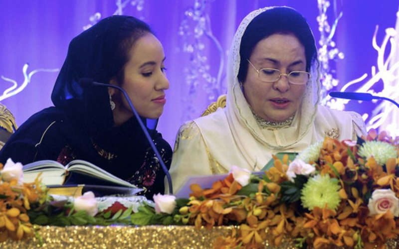 Rosmah Mansor says she needs to be with her daughter Nooryana Najib 'to provide mental and emotional support after delivery'. (Bernama pic)