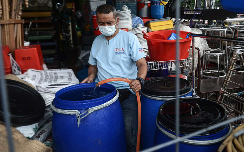 About 1,000 areas in Selangor have been affected by water supply disruptions since Wednesday morning. (Bernama pic)