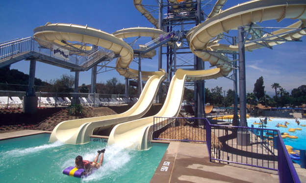 18 枚のスライドの 1 枚目: Supertubes and megasplashes: world's ultimate waterparks