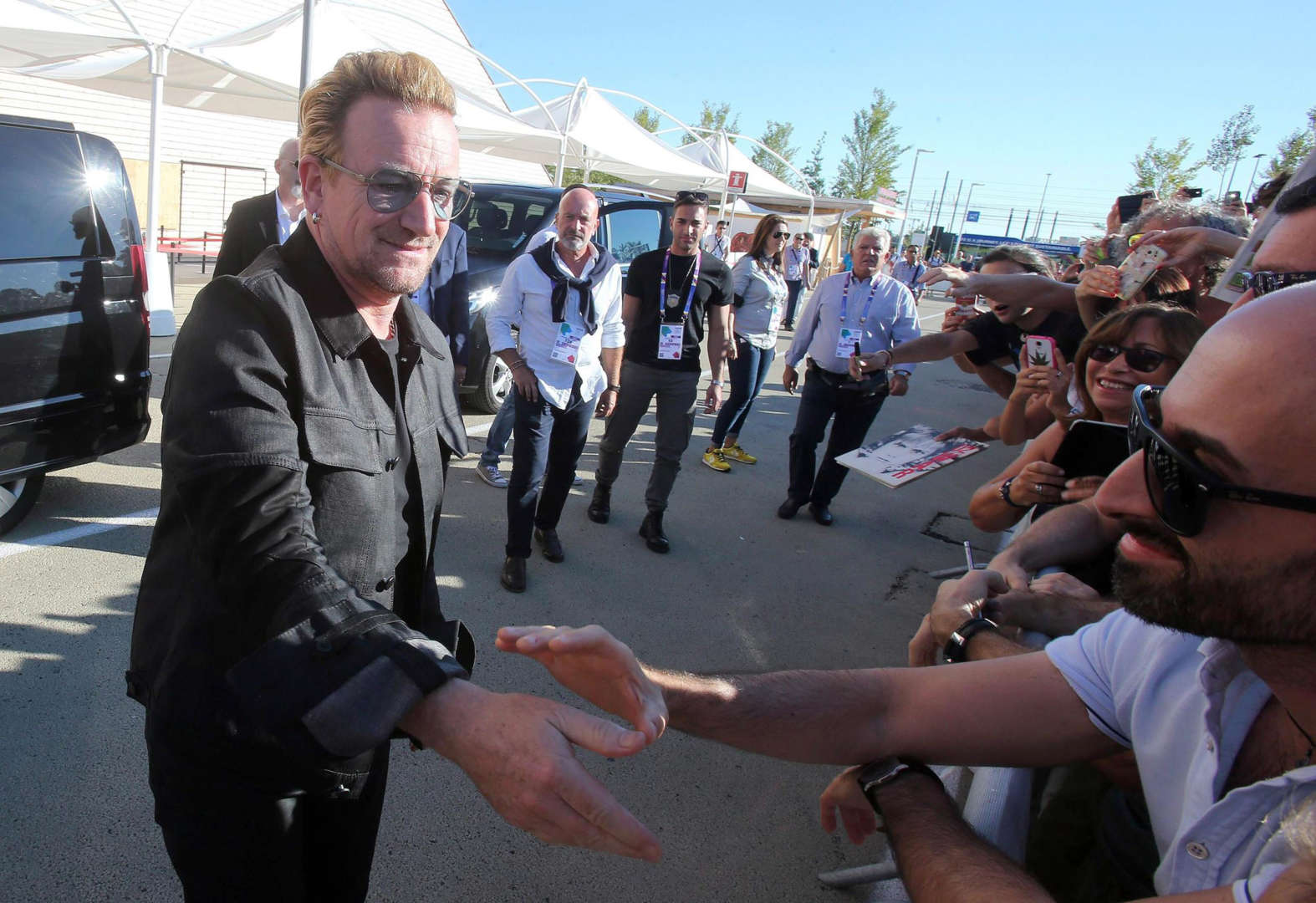 . Milan (Italy), 06/09/2015.- Irish leader of U2 Bono Vox during his visit at Expo 2015 in Milan, 6 September 2015. This is the second time Milan hosts the Expo, the first Milan International Exposition took place in 1906. The event's 2015 theme is 'Feeding the Planet, Energy for Life'.ha (Italia) EFE/EPA/MATTEO BAZZI