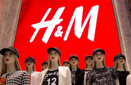 Women's clothing is displayed on mannequins during the grand opening of the Hennes & Mauritz AB (H&M) flagship store in New York, U.S., on Thursday, July 17, 2014. At 57,000 square feet, the new flagship located at 589 Fifth Avenue is the world's largest H&M store. Photographer: Victor J. Blue/Bloomberg