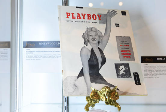 Slide 8 dari 28: The first issue of Playboy magazine with Marilyn Monroe on the cover and signed by Hugh Hefner on page three is displayed at Julien's Auction House in Beverly Hills, California on June 22, 2015 ahead of Julien's 'Hollywood Legends Auction' on June 26th and June 27th. Hefner launched Playboy in December 1953, selling for 50 cents a copy, with this issue estimated at $3,000 - $5,000. AFP PHOTO/FREDERIC J. BROWN (Photo credit should read FREDERIC J. BROWN/AFP/Getty Images)