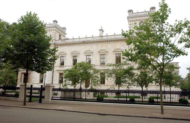 Διαφάνεια 10 από 14: 11.18-19 Kensington Palace Gardens, London, England. Worth: $222 million