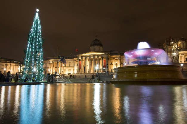 Διαφάνεια 13 από 20: The lights on the Trafalgar Square Christmas tree are switched on during a ceremony in Trafalgar Square, London.