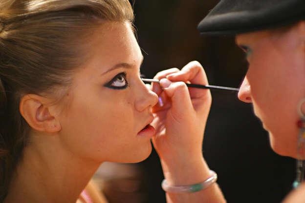 Slide 24 de 27: Make-Up Artist Applying Eye Make-Up On Model.