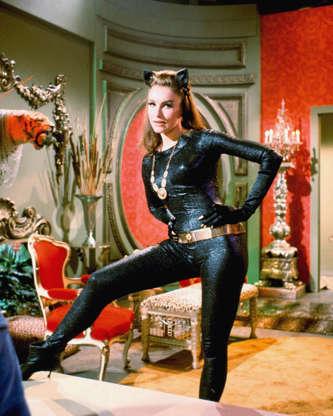 Διαφάνεια 34 από 45: American actress Julie Newmar in costume as Catwoman in a promotional portrait for the television series 'Batman', circa 1966. (Photo by Silver Screen Collection/Getty Images)