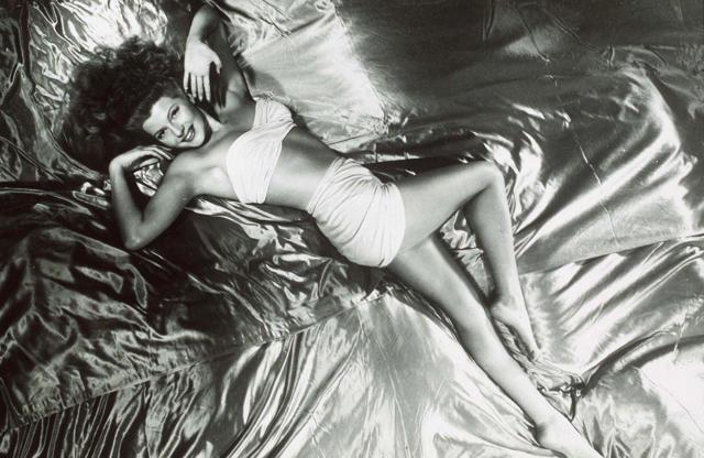 Διαφάνεια 9 από 45: STARS IN SWIMWEAR Rita Hayworth