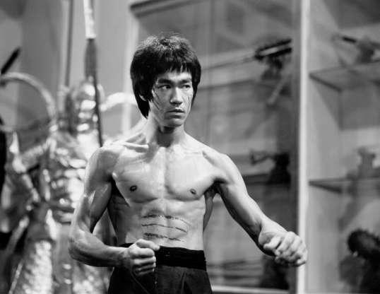 Διαφάνεια 38 από 45: UNSPECIFIED - CIRCA 1970:  Photo of Bruce Lee  Photo by Michael Ochs Archives/Getty Images