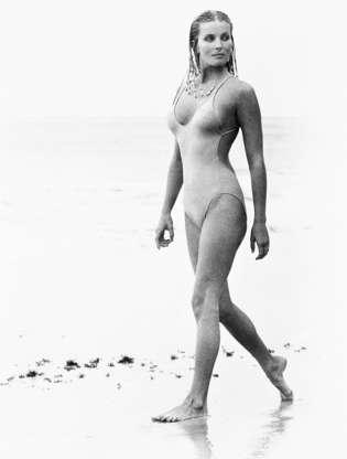 Διαφάνεια 45 από 45: Actress Bo Derek, with her hair in cornrows, walks along the beach in swimwear as Samantha Taylor in the 1979 movie 10, directed by Blake Edwards.