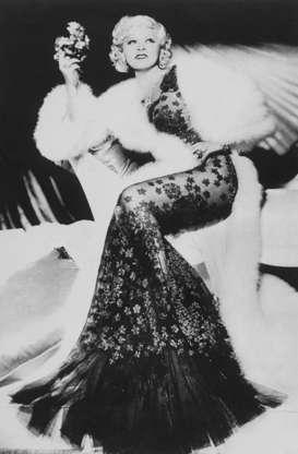 Διαφάνεια 4 από 45: 1936-ORIGINAL CAPTION READS: Mae West, the voluptuous 'come up and see me sometime' siren of the 1930s, died on 11/22/1980, at the age of 88. In the 10 films she appeared in, she was never allowed to kiss her leading men. Moviemakers saw to it Mae West w
