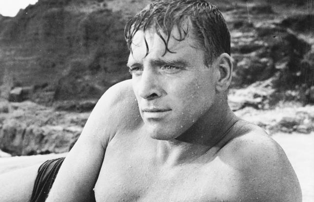 Διαφάνεια 15 από 45: 1953:  Burt Lancaster (1913 - 1994) and Deborah Kerr get passionate on a beach in the classic love scene from Fred Zinnemann's 'From Here to Eternity'.  (Photo via John Kobal Foundation/Getty Images)
