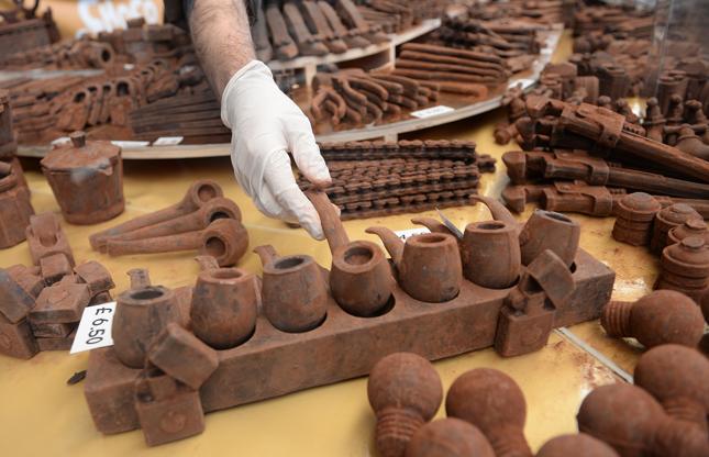 Διαφάνεια 11 από 11: Tools and household appliances made entirely of chocolate on the Choco Passion stand, some of the many chocolate items on sale at the Chocolate Festival in London.