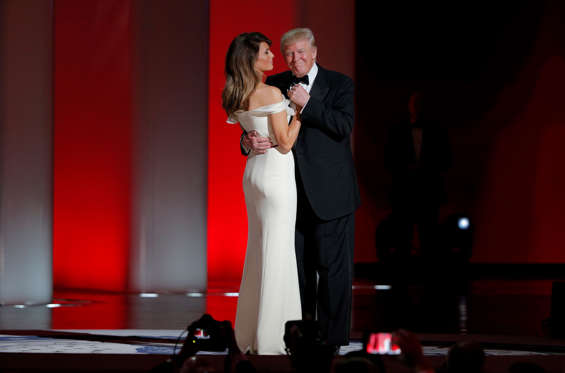 "Slide 2 de 76: U.S. President Donald Trump and his wife, first lady Melania Trump, dance their first dance as first couple to the song ""My Way"" at his ""Liberty"" Inaugural Ball in Washington, U.S., January 20, 2017. REUTERS/Brian"