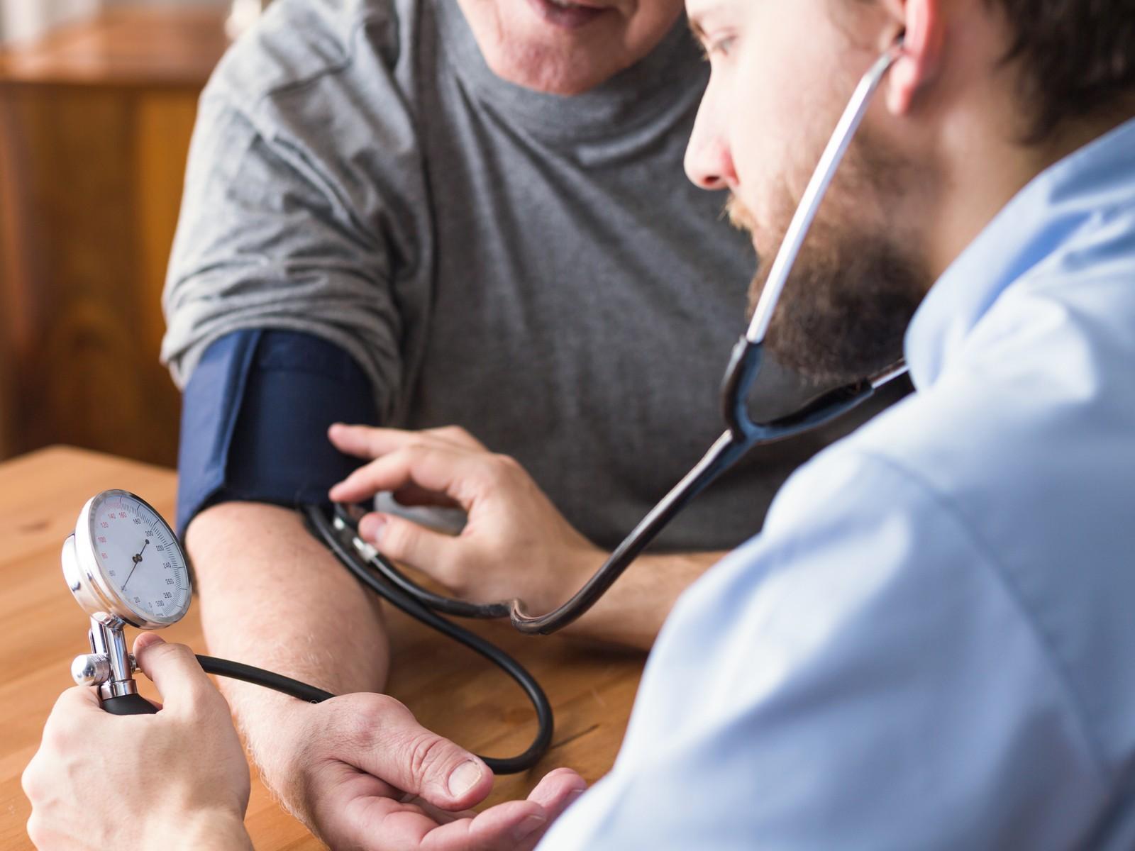 hvordan føles for højt blodtryk