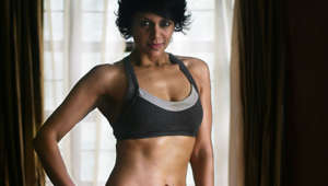 Mandira is at it again, flaunts her washboard abs