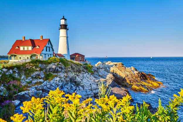 Слайд 11 из 17: A bright summer afternoon at Portland Head Lighthouse in Fort Williams Park, Maine