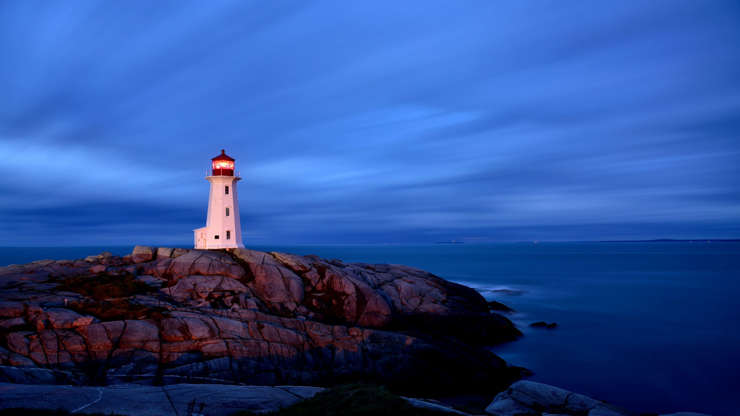 Слайд 10 из 17: Early morning on Peggys Point in the historic fishing village of Peggys Cove.